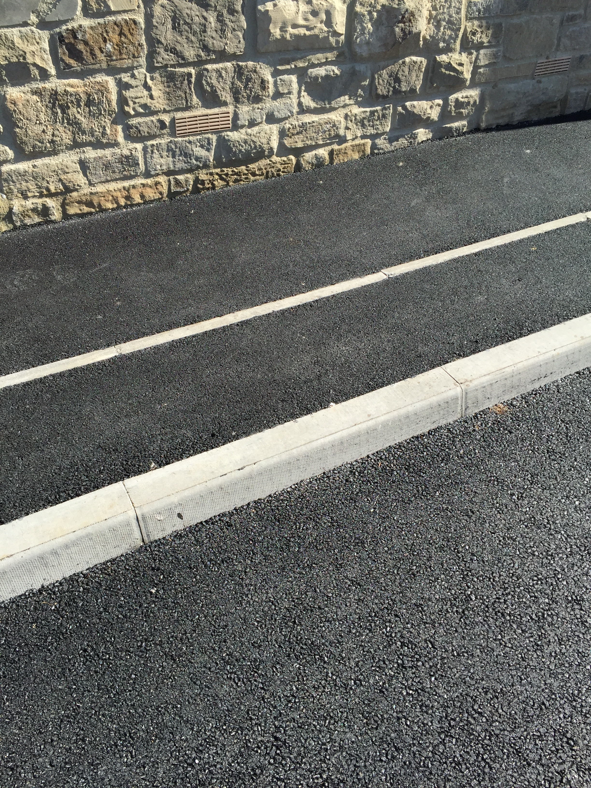 A Kerb Kerbstones and haunching